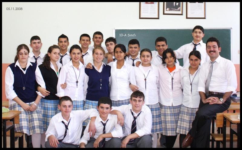 Öğretmenliğimin ilk haftasında öğrencilerimle çekildiğim ilk fotoğraf