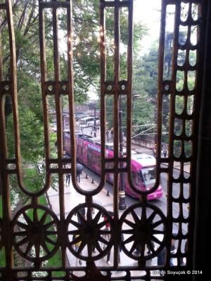 Okuma Salonun Penceresinden Tramvay Yolu