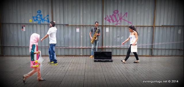 İstiklal Caddesi'nin İrnalı müzisyeni
